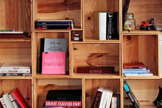 Costruire Libreria A Muro.Librerie Fai Da Te Originali Pallet Scale Legno E Altre Idee