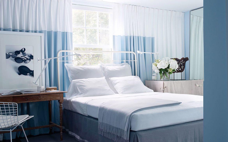 Camera da letto con parete blu - Troppo Bravo