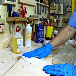 stesura olio su legno con panno