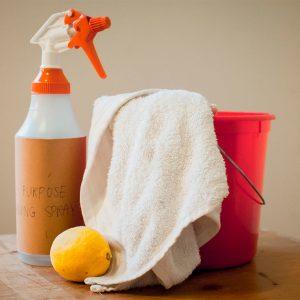 acqua e limone pulizia parquet