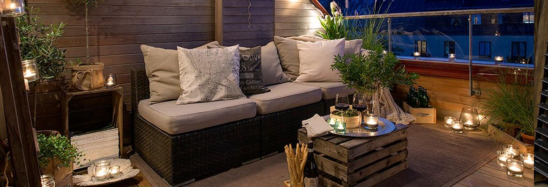 arredare balcone mobili divanp luce terrazzo