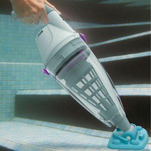 Accessori per piscina: la lista indispensabile per la manutenzione robot pulizia