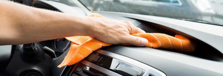 pulizia cruscotto auto