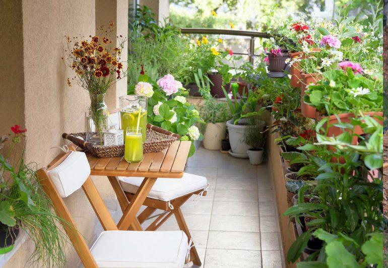 cover balcone arredamento fiori