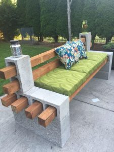 panchina legno e cemento